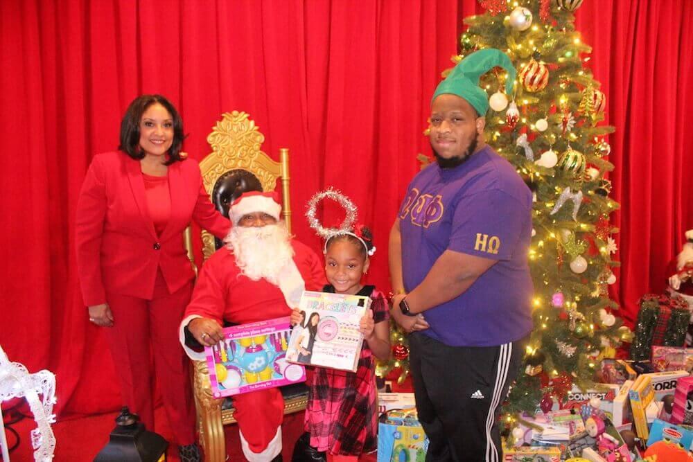 RECAP: Eta Omega Chapter Helps Santa